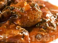 Рецепта Сочни пикантни телешки кюфтета с кайма от шол по ловджийски с домати от консерва и горчица в тенджера